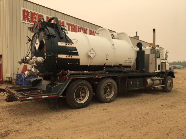 2004 Freightliner Fld120sd Vac Truck Red Ram Sales Ltd